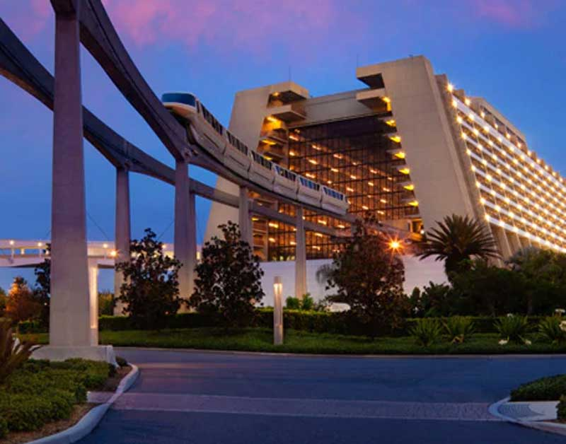 Monorail-runs-right-through-the-Contemporary-Resort